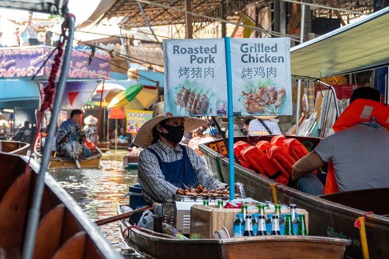 Damnoen Saduak Floating Market alcohol vendor