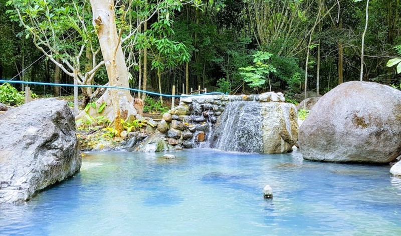 Hot Springs Suan Phueng