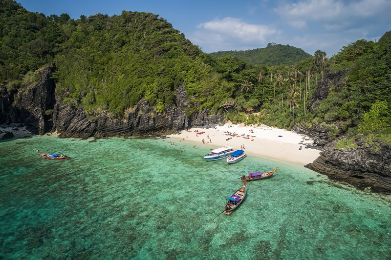 Nui Beach Phi Phi Island 1