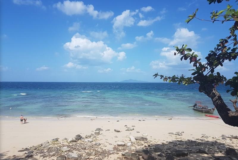 Phi Phi Island Runtee beach 1