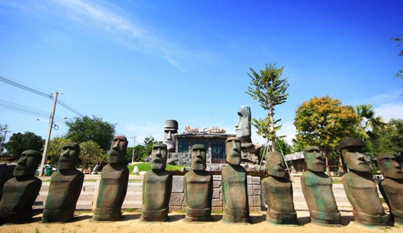Suan Phueng Moai Coffe Shop Easter Island Stone Henge Thaialnd