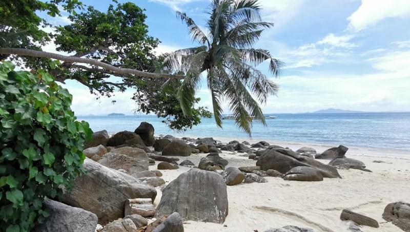 best beach in phi island phak pak nam beach bay relax beach