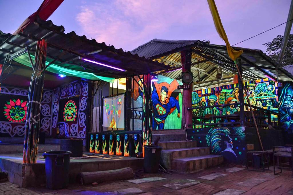 happy shakes in pai things to do in pai magic mushrooms pai sunset bar pai