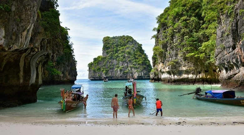 how to book the cheapest boat tour of phi phi islands thailand phuket