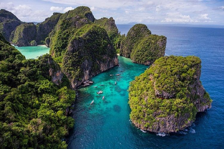 how to get to phi phi islands from phuket for free