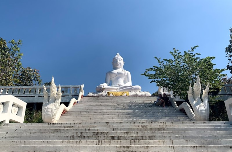 thing to do in pai the white buddha