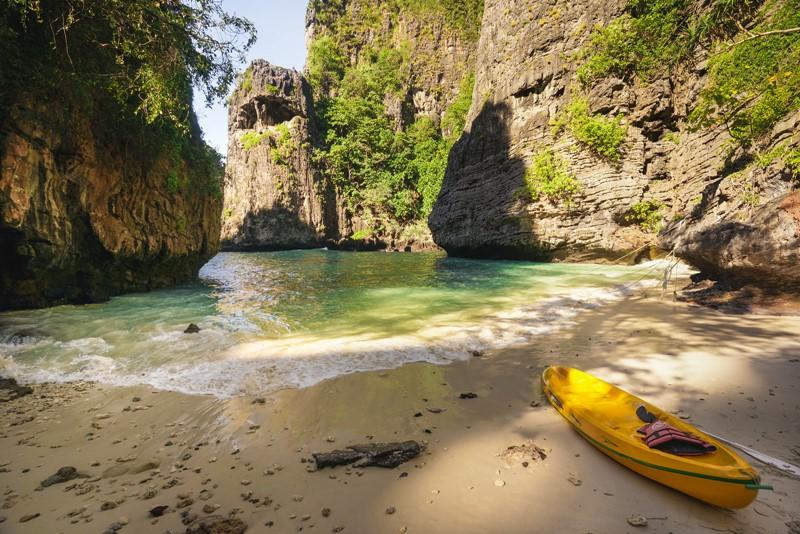 wang long bay beach phi phi island