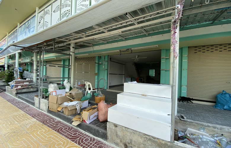 tourist shops in thailand closed down and stripped after coronavirus haults tourists