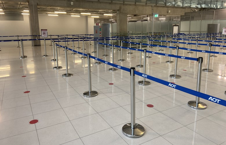 bangkok airport is desserted no people flying due to the coronavirus